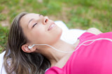 8 Facts on Choosing the Right Earbuds for Laying in Bed