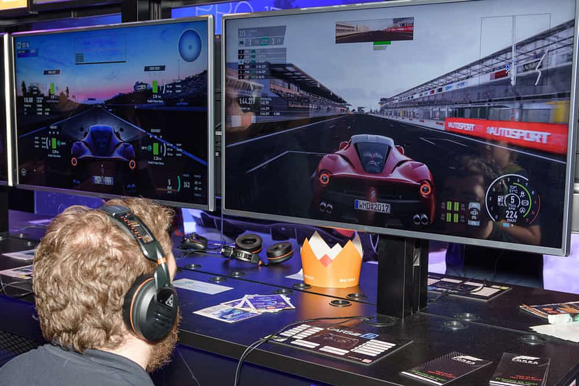 A trade fair visitor is playing the project cars 2 game